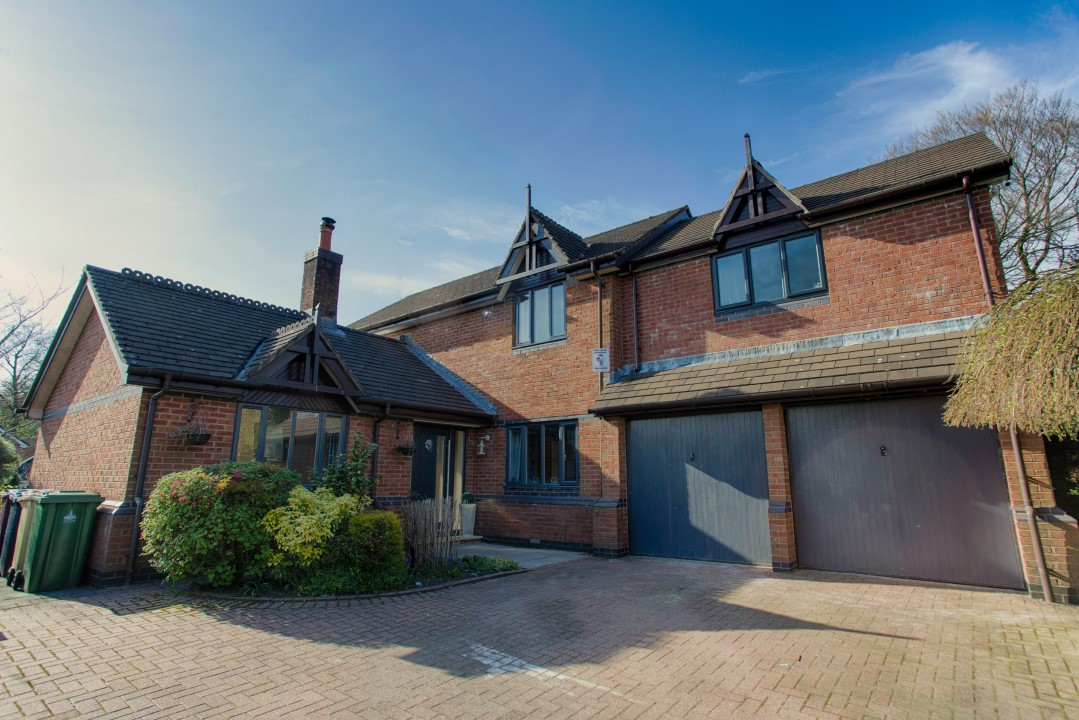 Property in Bolton - 4 Ravenswood, Heaton, BL1 5TL